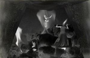 escena de sueños a blanco y negro con mujer hombre y paloma